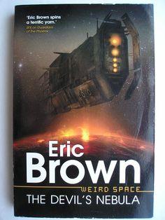 """Il romanzo """"The Devil's Nebula"""" di Eric Brown è stato pubblicato per la prima volta nel 2012. È il primo libro della serie Weird Space. È inedito in Italia. Immagine di copertina di Adam Tredowski per un'edizione britannica. Clicca per leggere una recensione di questo romanzo!"""
