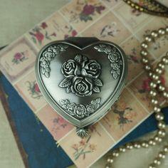 Élégance Rose gravure douce forme de coeur boîte à bijoux classique floral gravure boîte de bague cadeau de mariage usine directe(China (Mainland))