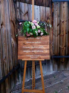 Wedding welcome board in rustic boho style. Tablica powitalna na wesele w stylu rustykalnym boho naturalnym Wedding Welcome Board, Welcome Boards, Boho Stil, Warsaw, Outdoor Furniture, Outdoor Decor, Boho Fashion, Barn, Rustic