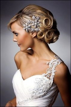 short wedding hairstyles with tiara and veil