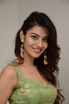 nice Indian Girl Pooja Solanki Navel Show In Green Lehenga Choli Beautiful Girl Photo, Beautiful Girl Indian, Most Beautiful Indian Actress, Wonderful Picture, Beautiful Smile, Beautiful Women, Cute Beauty, Beauty Full Girl, Beauty Women