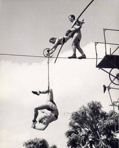 theniftyfifties:  1950s circus trapeze artists.