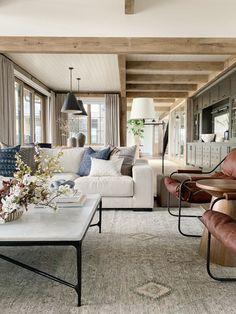 beautiful minimalist home interior design ideas 38 > Fieltro. Home Living Room, Room Design, Modern Farmhouse Living Room, Home Decor, House Interior, Living Room Design Decor, Home Interior Design, Living Decor, Minimalist Home