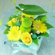 An animal doll made with chrysanthemums. Fake Flowers, Diy Flowers, Flower Decorations, Deco Floral, Floral Design, Money Bouquet, Anime Flower, Small Bouquet, Funeral Flowers
