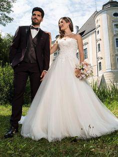 H&G-Kollektion: Entzückendes, romantisches Corsagenkleid mit weit schwingendem Tüllrock in der Trendfarbe blush/ivory. Trends, Wedding Dresses, Classic, Fashion, Wedding Bride, Bride Gowns, Wedding Gowns, Moda, La Mode