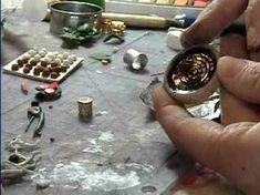 cr-How to Make Drinks (Beer, milk, lemonade, coffee) for Miniature Dollhouse scene. By Garden of Imagination Dollhouse Miniature Tutorials, Miniature Crafts, Diy Dollhouse, Dollhouse Miniatures, Miniature Kitchen, Miniature Food, Miniature Dolls, Minis, Vitrine Miniature
