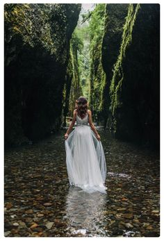 organic riverbed elopement inspiration in oregon // portland, or wedding & elopement photographer Organic riverbed elopement inspiration shoot in Oneonta Gorge of Oregon // photography [. Forest Wedding, Dream Wedding, Wedding Day, Alaska Wedding, Trendy Wedding, Wedding Venues, Destination Wedding, Wedding Bells, Wedding In Nature