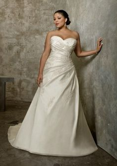 40 Best Plus size Wedding Dress images  22361af1277b