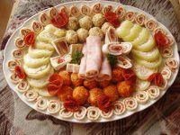 Plněné papriky za studena Fruit Salad, Food, Red Peppers, Fruit Salads, Meals