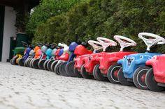 Eine ganze Flotte an Bobbycars wartet auf die Kleinen! Alle Infos zum Familotel Borchard's Rookhus gibt es hier: http://kinderhotel.info/kinderhotel/familotel-borchard-s-rookhus