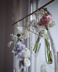DIYnstag: 10 DIY ideas for spring-like delicate floral deco - Even if it seems wintery outside, my heart is ready for spring. Hyacinths, tulips or chimney sweeps - Spring Wedding Flowers, European Home Decor, Diy Décoration, Marble Pattern, Decoration Table, Spring Decorations, Black Decor, Dried Flowers, Color Splash