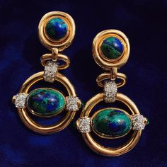 Cabochon azurmalachite and emeralds, brilliant-cut diamonds, polished gold, and platinum Orbit Earrings also available with cabochon turquoise Jewelry Armoire, Antique Jewelry, Gold Jewelry, Vintage Jewelry, Luxury Jewelry, David Webb, Jacqueline Kennedy Onassis, Gemstone Earrings, Gold Earrings