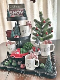 Looking for for images for farmhouse christmas decor? Browse around this site for unique farmhouse christmas decor pictures. This unique farmhouse christmas decor ideas will look completely excellent. Noel Christmas, All Things Christmas, Winter Christmas, Vintage Christmas, Christmas Crafts, Christmas Ideas, Homemade Christmas, Christmas Coffee, Christmas Vacation