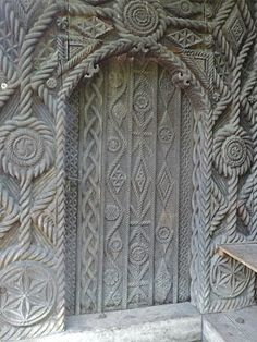 Travels in Maramures: Wood carvings and general scenes in Maramures Romania Cool Doors, Unique Doors, Portal, Gothic Buildings, Visit Romania, Still Life Art, Beautiful Places To Visit, Windows And Doors, Macedonia
