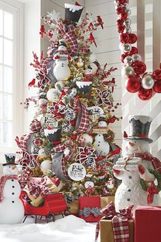RAZ 2020 Christmas Trees — Trendy Tree Visit the Trendy Tree blog to see 12 years of Christmas tree inspiration from RAZ. #christmastree #christmasdecor #treeinspiration Gingerbread Christmas Decor, Elegant Christmas Trees, Silver Christmas Decorations, Country Christmas Decorations, Christmas Tree Design, Merry Christmas, Christmas Tree Themes, Christmas Tree And Santa, Christmas Tree Toppers