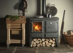 The Esse Ironheart Multi Fuel / Wood Burning Range Cooker is a combination of a superb log burner stove and a traditional cast iron Esse cooker with an outstanding heat output of suitable for any traditional farmhouse kitchen. Wood Burning Cook Stove, Log Burning Stoves, Wood Stove Cooking, Stoves Cookers, Wood Fuel, Into The Woods, Range Cooker, Stove Fireplace, Kitchen Fireplaces