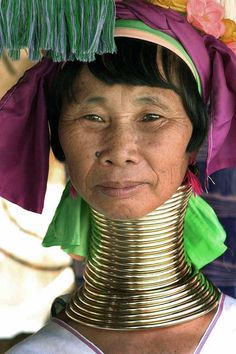Google Image Result for http://upload.wikimedia.org/wikipedia/commons/0/03/Kayan_woman_with_neck_rings.jpg