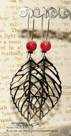 Boucles d'oreille argentées feuilles filigranes et perles rouge marbrées noire : Boucles d'oreille par celina-pearl-petite-seance-shopping