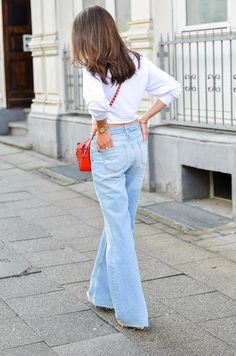 SPORTY CASUAL OUTFIT :: Wearing a cropped Zara sweater , wide and relaxed jeans, wedges and my red Valentino Rockstud bag