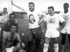 Ernesto Guevara con su camisa de Bombita Rodríguez