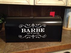 Now to talk the hubby into getting a new mailbox bahahaha Vinyl Wall Quotes, Vinyl Wall Art, Vinyl Decals, Vinyl Crafts, Vinyl Projects, Wedding Shower Signs, New Mailbox, Mailbox Decals, Baby Wedding