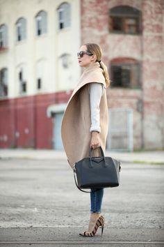 Camel Sleeveless Cape Coat by Brooklyn Blonde - major fashionista coat- love it Looks Street Style, Looks Style, Style Me, Brooklyn Blonde, Mode Chic, Mode Style, Vestidos Fashion, Inspiration Mode, Cape Coat