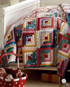 Hideaway Log Cabin Quilt and Sham ~ One of my favorite quilt patterns. Colchas Quilting, Scrappy Quilts, Quilting Projects, Quilting Designs, Log Cabin Quilt Pattern, Log Cabin Quilts, Log Cabins, Log Cabin Patchwork, Rustic Cabins