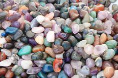 Der Aberglauben um die edlen Steine Aberglauben um Edelsteine war in früheren Zeiten weit verbreitet. Der Smaragd erkannte die Unkeuschheit, der Diamant machte unbesiegbar, Bernstein fürs Zahnen der Kinder u.s.w. Die Liste kann unzählig weitergeführt werden. Aus dem Altertum übernahm das Mittelalter den Aberglauben, dass die Edelsteine besondere magische Kräfte haben. Der Glaube an die Wunderkraft der Edelsteine wurde Gemeingut der […]