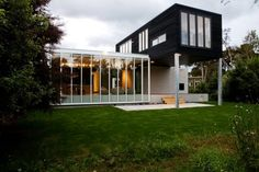 New Zealand Holiday Retreat Exhibiting a Clear Geometry: The Rutherford House - http://freshome.com/2015/01/28/new-zealand-holiday-retreat-exhibiting-a-clear-geometry-the-rutherford-house/
