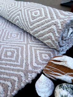 Natural white and light beige handwoven rug, 41 in x 73 in rug, handwoven runner rug, Scandinavian r Hall Runner Rugs, Floor Runners, Rug Yarn, Hall Carpet, Washable Rugs, Bedroom Carpet, Geometric Rug, Natural Rug, Light Beige