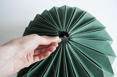 diy lamp doe het lekker zelf Origami Lamp, Arts And Crafts, Diy Crafts, Diy Flowers, Flower Diy, Diy Paper, Diy Room Decor, Diys, Projects To Try