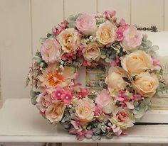 Clarah / Celoročný veniec Vence, Floral Wreath, Wreaths, Home Decor, Flower Crowns, Door Wreaths, Room Decor, Home Interior Design, Floral Arrangements