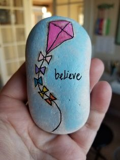 Rock painting tutorial - Painted Rocks Ideas to Help Spread Your Kindness – Rock painting tutorial Art Painting Tools, Pebble Painting, Pebble Art, Stone Painting, Painting Flowers, Mandala Painting, Painting Lessons, Painting Tutorials, Rock Painting Patterns