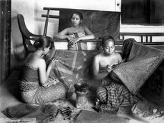 Women in a small batik workshop in Java (c.1915) Collection Tropenmuseum, Amsterdam