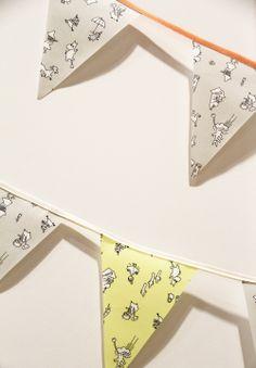 DIY garland | viirinauha Muumiystävät-kernikankaasta Hunajaista-blogissa. Diy Garland, Garlands, Tove Jansson, My Room, Just Love, Lady, Birthday, Clothes Line, Wreaths