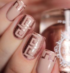Nude and glitter gold polish spring nail art design. You can still incorporate your favorite classic colors even if it's spring. This simple yet wonderfully designed nail art works just fine with the spring season.