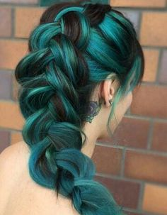 Pixelated The new hair color revolution – My hair and beauty Teal Hair, Bright Hair, Green Hair, Ombre Hair, Blue Green, Red Ombre, Colorful Hair, Ombre Colour, Ombre Brown