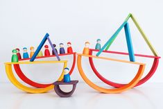 arco-iris-de-grimms_39 Home Activities, Infant Activities, Grimm's Toys, Grimms Rainbow, Man Candy Monday, Handmade Wooden Toys, Natural Toys, Kids Wood, Wood Toys
