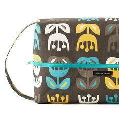 Outside Oslo Tulips fabric, biggie boxbag by Splityarn
