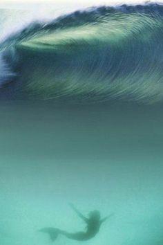 For the love of the ocean. Mermaid in the waves. Mermaid Waves, Mermaid Art, Mermaid Pics, Mermaid Paintings, Mermaid Pictures, Ship Paintings, Vintage Mermaid, Amazing Paintings, Real Mermaids