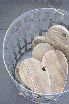 ♥ Tan bonitos como los corazones en madera natural que hacemos en www.apartamento113.com