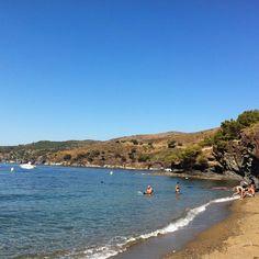 Ja sabeu on anireu a refrescar-vos avui? #aRoses hi ha platges i cales per triar! #visitroses #calapelosa #incostabrava #empordaturisme