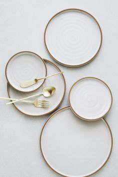 Greystone Greystone Table White and gold details. White Plates, White Dishes, Small Plates, Plate Design, Decoration Design, Ceramic Plates, Ceramic Pottery, Kitchen Utensils, Kitchen Dishes