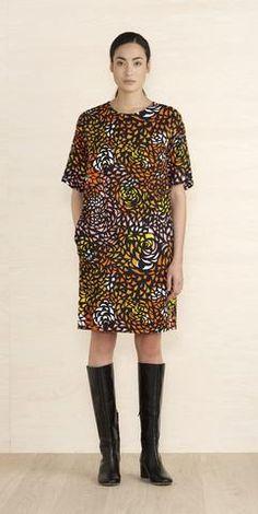 MARIMEKKO ESTER DRESS PINK, ORANGE, BLACK, WHITE  #pirkkoseattle #pirrkofinland #floral #stars #galaxy #orange #abstract