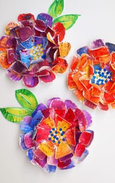 Love the look of watercolor paints and flowers?  Here's a gorgeous and easy kids art project to turn paper plates into hypercolorful paper plate flowers.  Easy and beautiful.