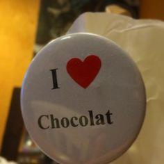 I love chocolate.