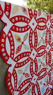 This amazing variation on a classic double wedding ring quilt is stunning. Lori Holt's Sew Cherry is used in this quilt. Double Wedding Rings, Double Wedding Ring Quilts, Wedding Quilts, Double Ring, Red And White Quilts, Applique Quilts, Quilt Making, Quilting Designs, Quilting Ideas