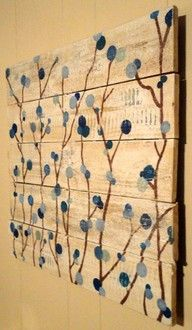 pallet wall art. I love pallets.... I think it was all those years in shipping :)