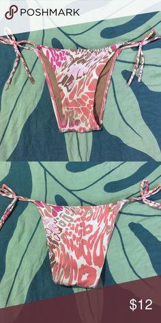 Cia Maritima Bikini Bottom String bikini bottoms with colorful animal-like print. Size medium with minimal coverage. Swim Bikinis