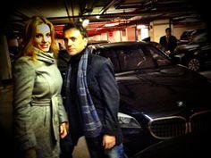 Mota y Carol esperando a Salma en el parking del Adlon #Berlinale